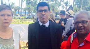 Omarjee manifeste avec l'intersyndicale de La Réunion
